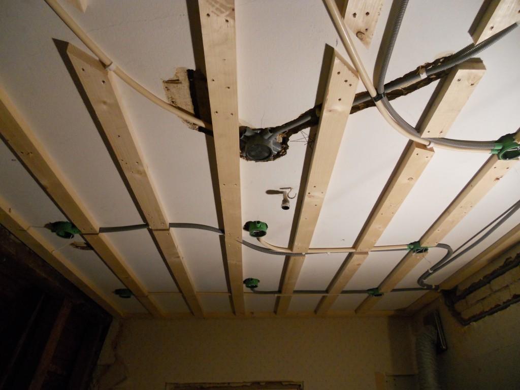 Glespanel och takdosor för spotlights.
