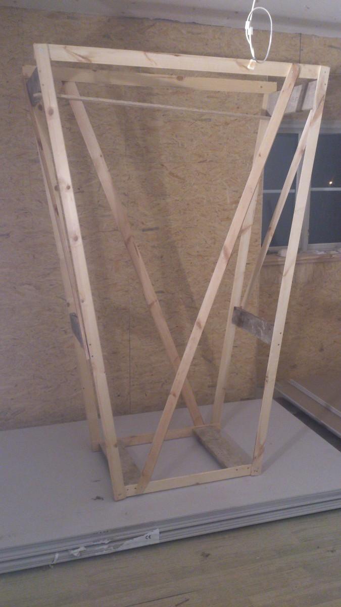 En ställning för att kunna montera takgipset lite enklare.