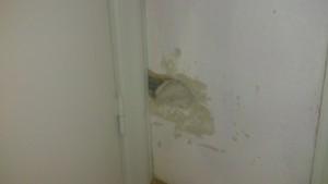 Jag fick borra upp lite i hallen också för att kunna dra kabeln på ett smidigt sätt.